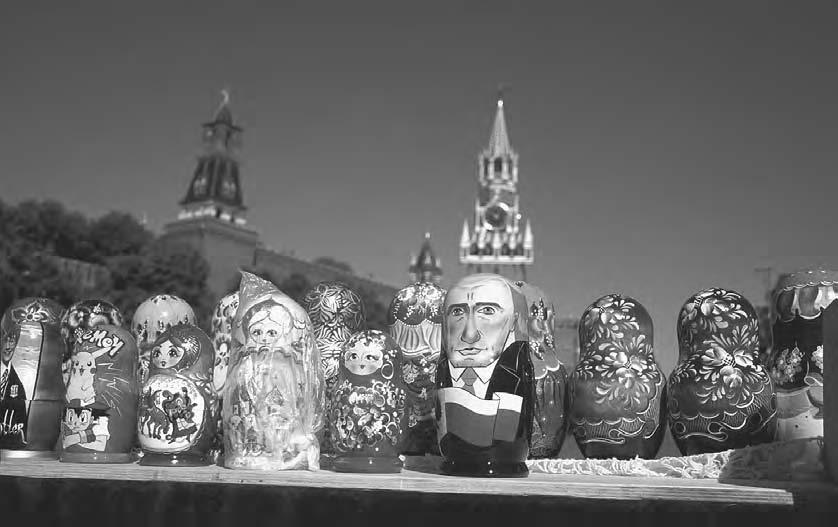 VISUAL CULTU R E 109 Matrioshkas (Russian dolls) representing Russian president Vladimir Putin in front of the Savior clock tower above the fortifications facing Red Square.