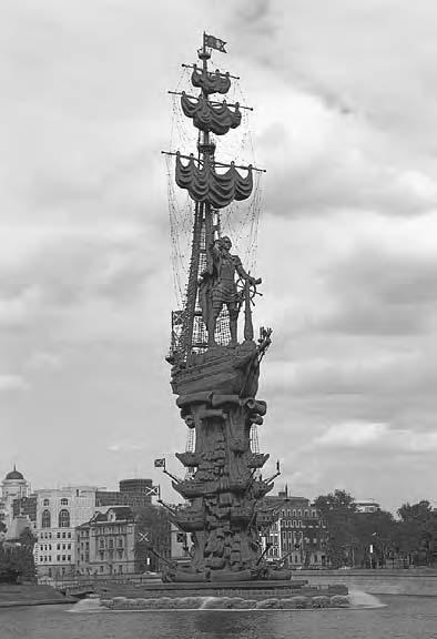 VISUAL CULTU R E 115 A view of the sculpture of Peter the Great by Zurab Tsereteli on the Moscow River.