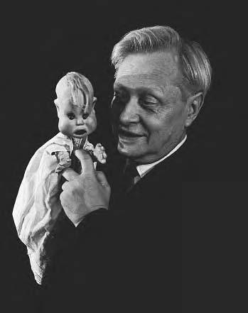162 POP CULTURE RUSSIA! One of the most significant figures for contemporary puppet theater was Sergei Obraztsov (1901 1992). He organized the State Puppet Theater in 1931, opening with A.