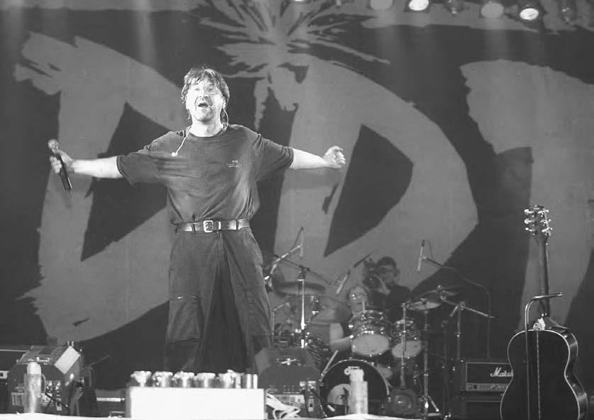 MUSIC AND WORD 227 Yuri Shevchuk, leader of the DDT rock group at a jubilee concert of his group at the Olympic Sport Complex, 2000.
