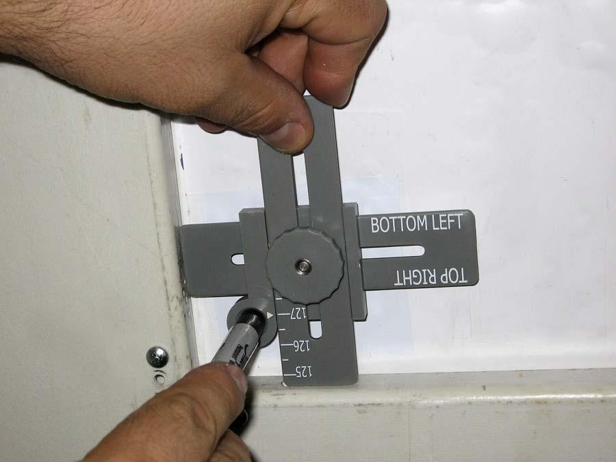Align the arrow on the Corner Measurement Tool with the vertical measurement of the poster panel and lock in the setting.