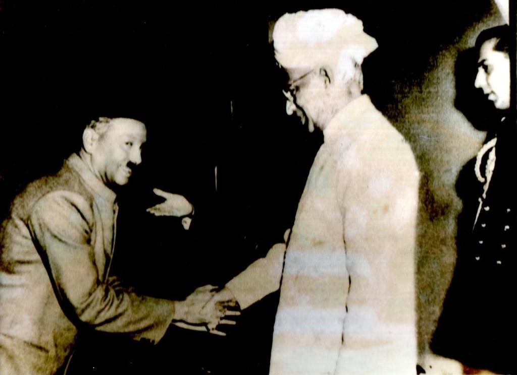 5:9 Pt. Gajanan Ambade In Photograph On left Pt.Gajanan Ambade and on right President of India Dr.Sarwapaali Radhakrishnan. He was born in Baroda in 1914.