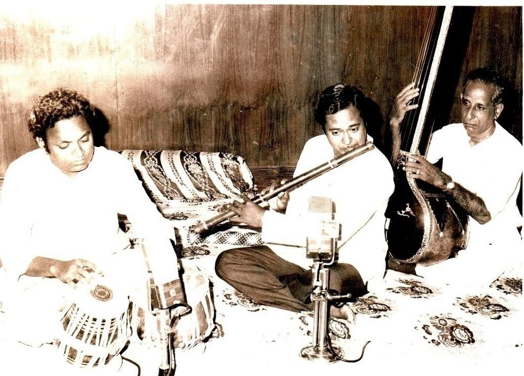 5:27 Shri.Pradeep Marjani Shri.Pradeep Marjani on Flute, Shri.Madhukar Gurav on Tabla He is Baroda s one of the best musicians.