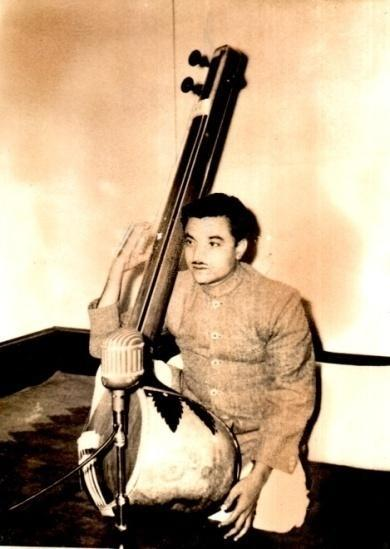 5:45 Shri Madhukar Pendse He was one of the main students of Pt. Madhusudan Joshi. He is a scholar of (vocal) Indian Classical Music. He works with Akashwani.