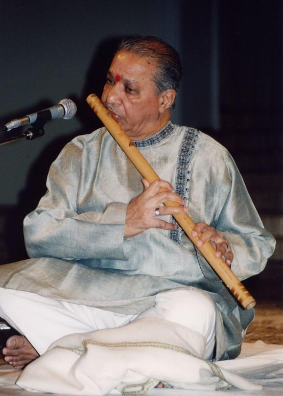 6:7 Pt.Hariprasad Chaurasia This legendary flute player has visited Baroda, for performing, so many times.