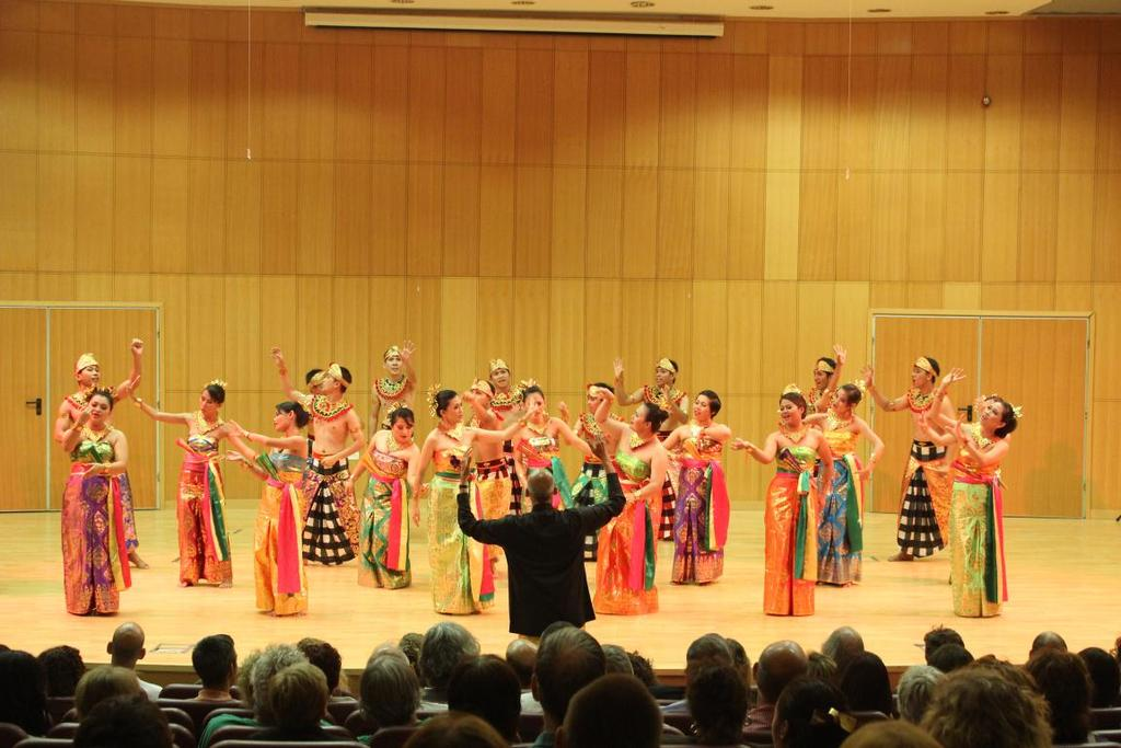 154 Figure 1: Manado State University Choir in Israel, 2013 AdQ: The Manado State University Choir possesses similar qualities to several other community ensembles in Indonesia, where institutional