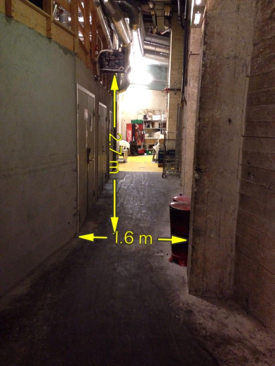 Lift 2: 2.000 kg, width 2,15 m, length 3,35 m, height limited by passageway, 2,7m. NB!