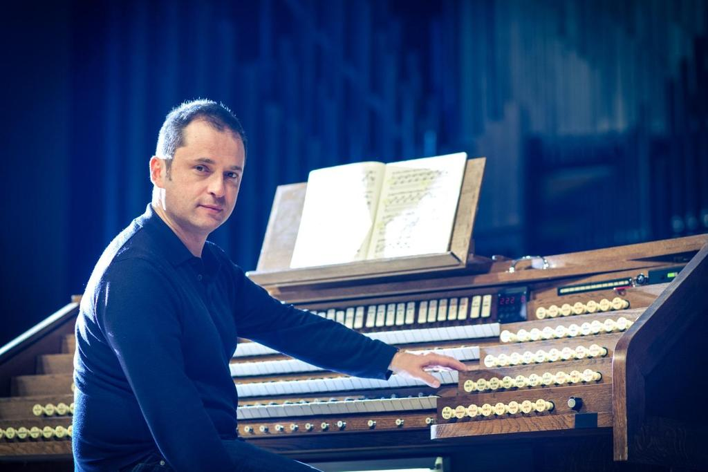 Vincent Warnier, Concert Organist Sunday, April 29, 2018 4:00PM In 1992 Vincent Warnier won the Grand Prix de Chartres for interpretation at the Chartres International Organ Competition, and four