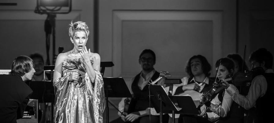 1703_MIC.qxd 1/26/2017 3:12 PM Page 25 Joyce DiDonato and Il Pomo d Oro (with directorharpsichordist Maxim Emelyanychev on the left) perform In War and Peace.