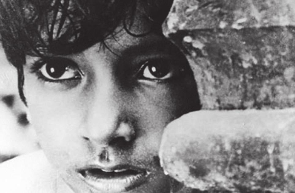 RESTORED CLASSICS PATHER PANCHALI SONG OF THE LITTLE ROAD Director: Satyajit Ray India / 1955 / B&W / Bengali / 125 mins A depiction of rural Bengali life, the film introduces us to the little Apu,