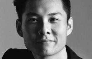 ANTHONY CHEN Born in Singapore, Anthony Chen s debut feature Ilo Ilo debuted in Directors Fortnight at the 2013 Cannes Film Festival and was unanimously awarded the Camera d Or, making history as the