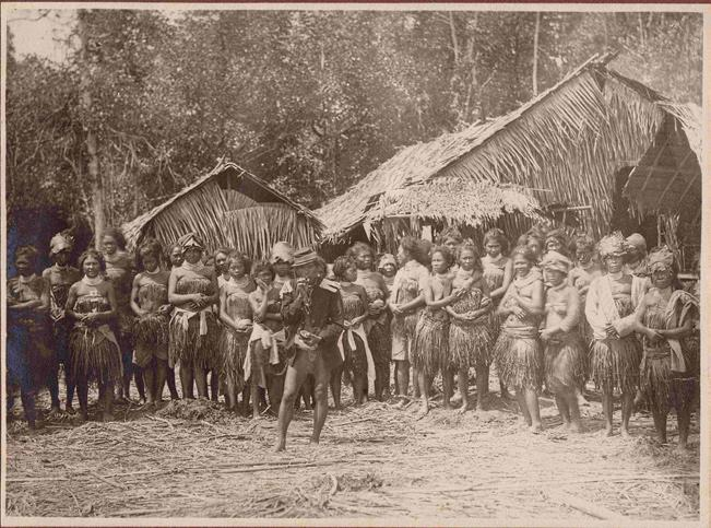 68 gerard a. persoon Image 3.2 Group of Mentawaians around 1910. The man in the front is wearing his official outfit after having been installed as village head (source: picture collection Mrs.