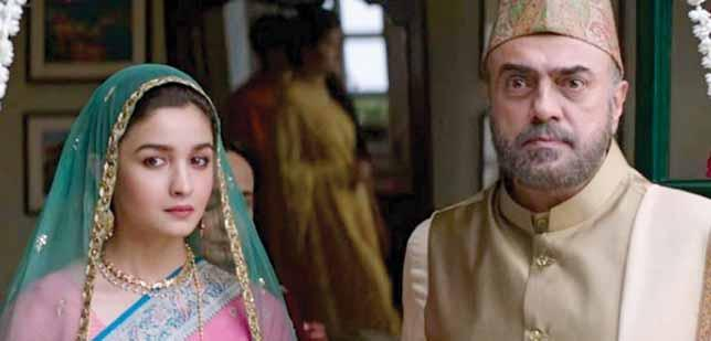 Sehmat (Aalia Bhatt), is sent to Pakistan in 1971, to source out any information she could, as war was becoming imminent between India and Pakistan.