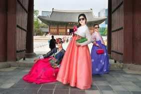 Hanbok (Korean traditional clothes) rental shop carrying and renting Korean traditional clothes known for elegance and antiqueness 600 or more hanbok for adults and children aged 1~7 and various