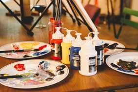 Healing time for relieving stress while enjoying painting, music, and beverages at the same time All materials from canvas,