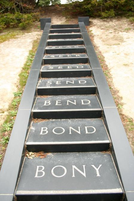 39 In contrast, Browne s Body -Soul sculpture, at the Wellington Botanic Sculpture Trust, has a word-chain: BODY- BONY-BOND-BEND-SEND-SEED-SEER- SEAR-SOAR-SOUR-SOUL is carved into each step of