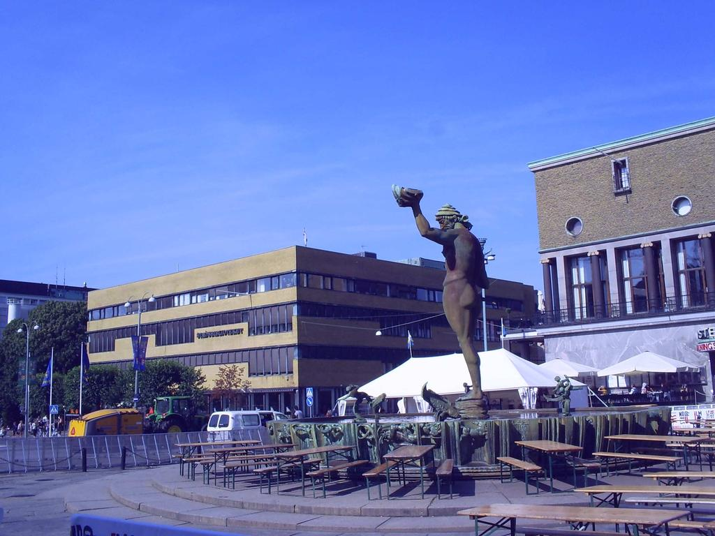 Poseidon Statute, by Carl Milles On the left, the Stadsbiblioteket i Göteborg, or Gothenburg City Library Breathing from this atmosphere, I set myself to stroll along the library aisles and by utter