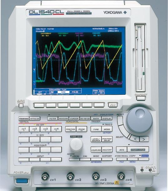 Waveform Capturing Functions Long Memory For high-fidelity signal capturing or extended waveform capturing The DL540C/DL540CL can capture targeted waveforms in long memory.