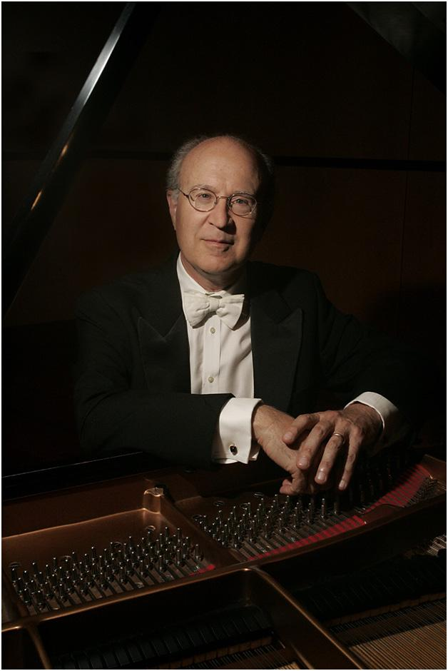 Also in store is a concert given by Peter Mack on Saturday evening! A special treat for everyone!